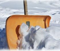 Помощь в расчистке снега.
